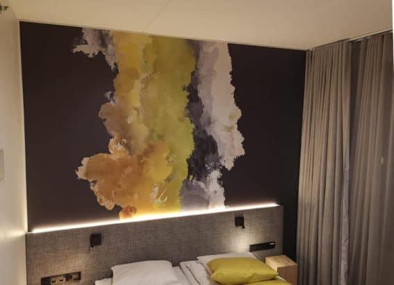 Hotellihuoneiden maalausta maaliskuussa 2019