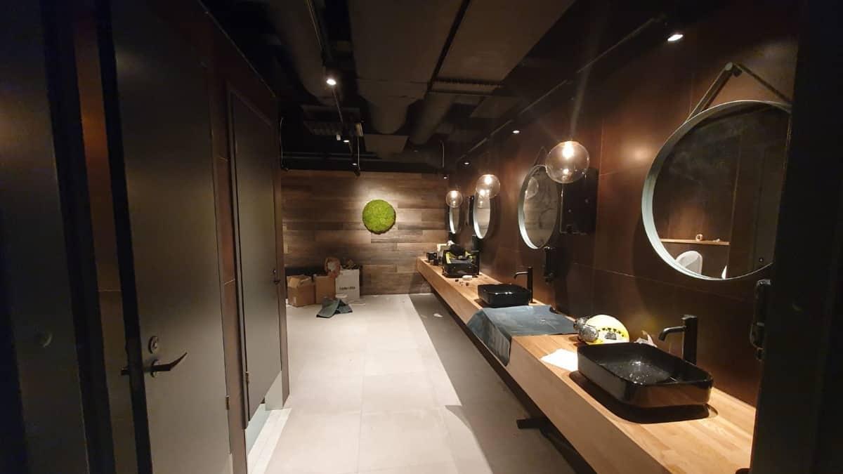 Remontoitu wc Hotelli Sveitsin ravintolassa